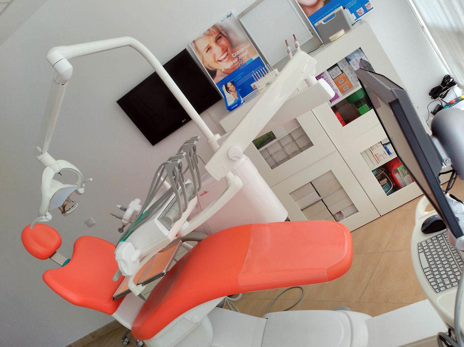 Clínica dental especializada en cirugía oral y maxilofacial en Cádiz