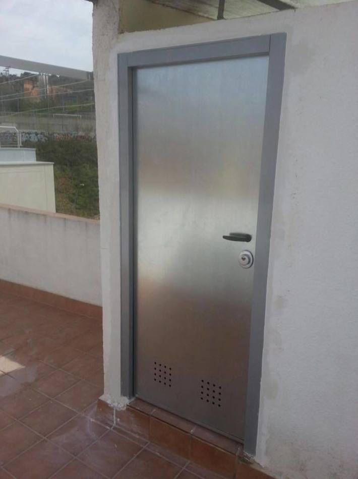 0 puerta acorazada trastero productos de puertas miret for Puerta trastero seguridad