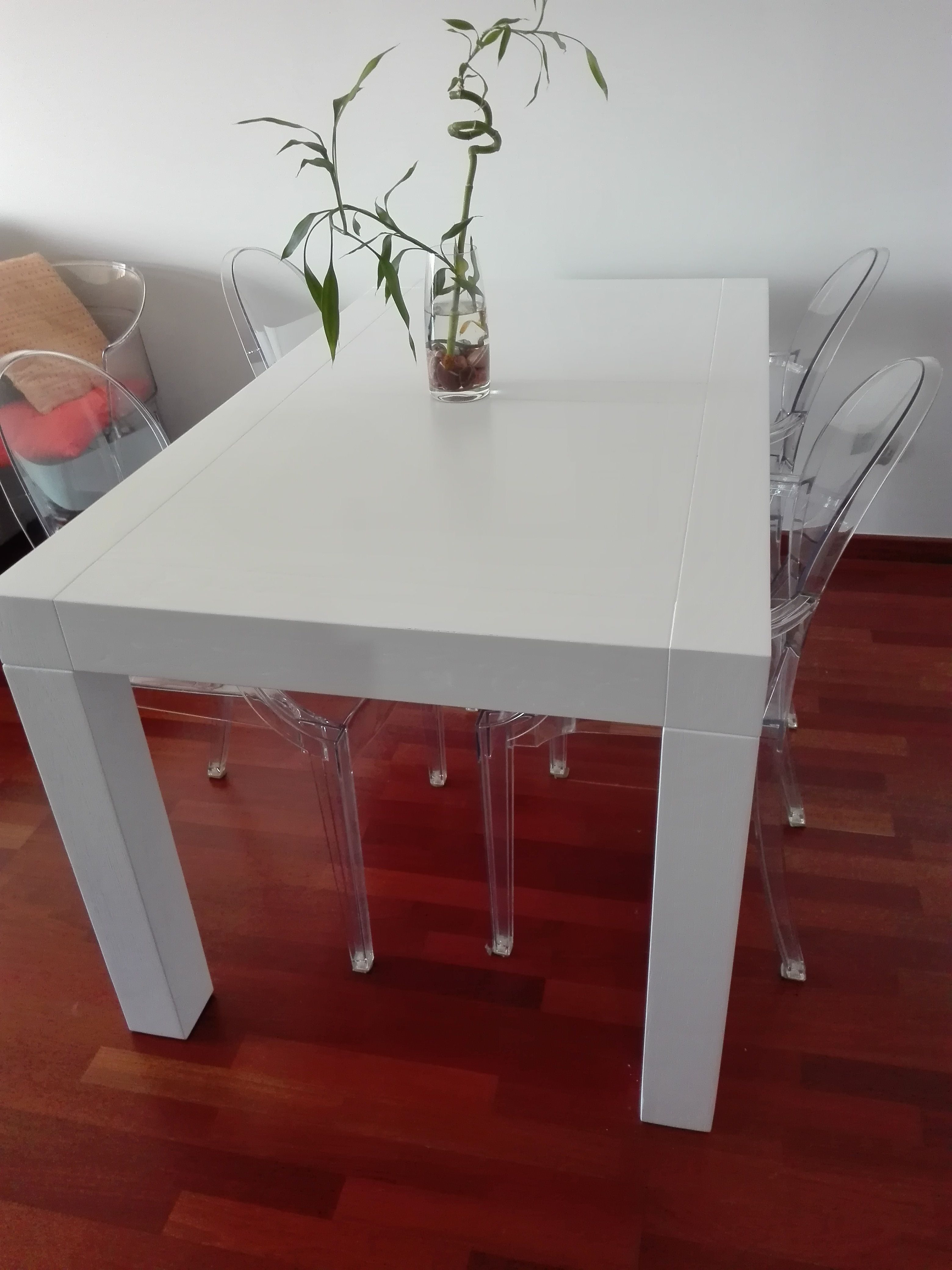 Mesa lacada restaurada