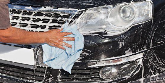 Lavado del automóvil en Ugena, Toledo