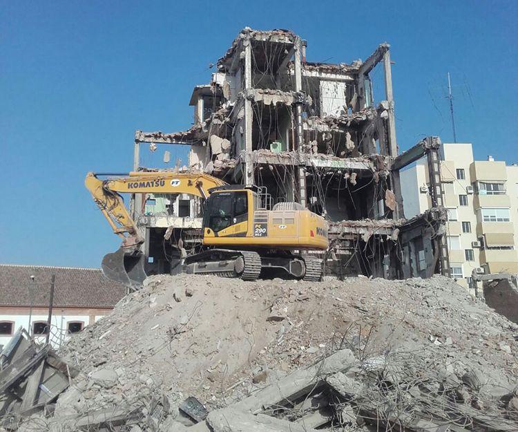 Demolición de la antigua Cruz Roja de Málaga