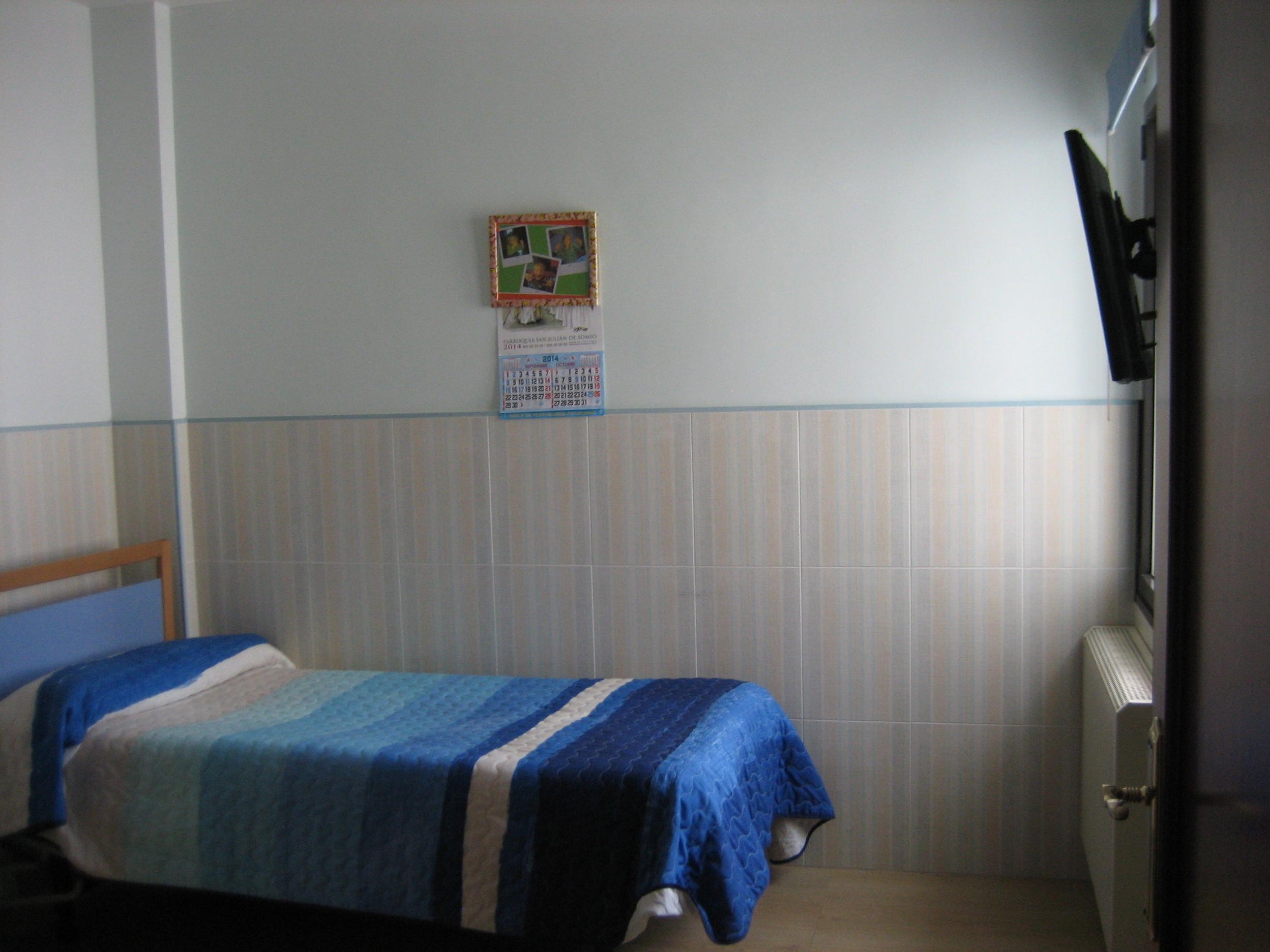 Residencia San José de la Montaña, habitación individual con televisión