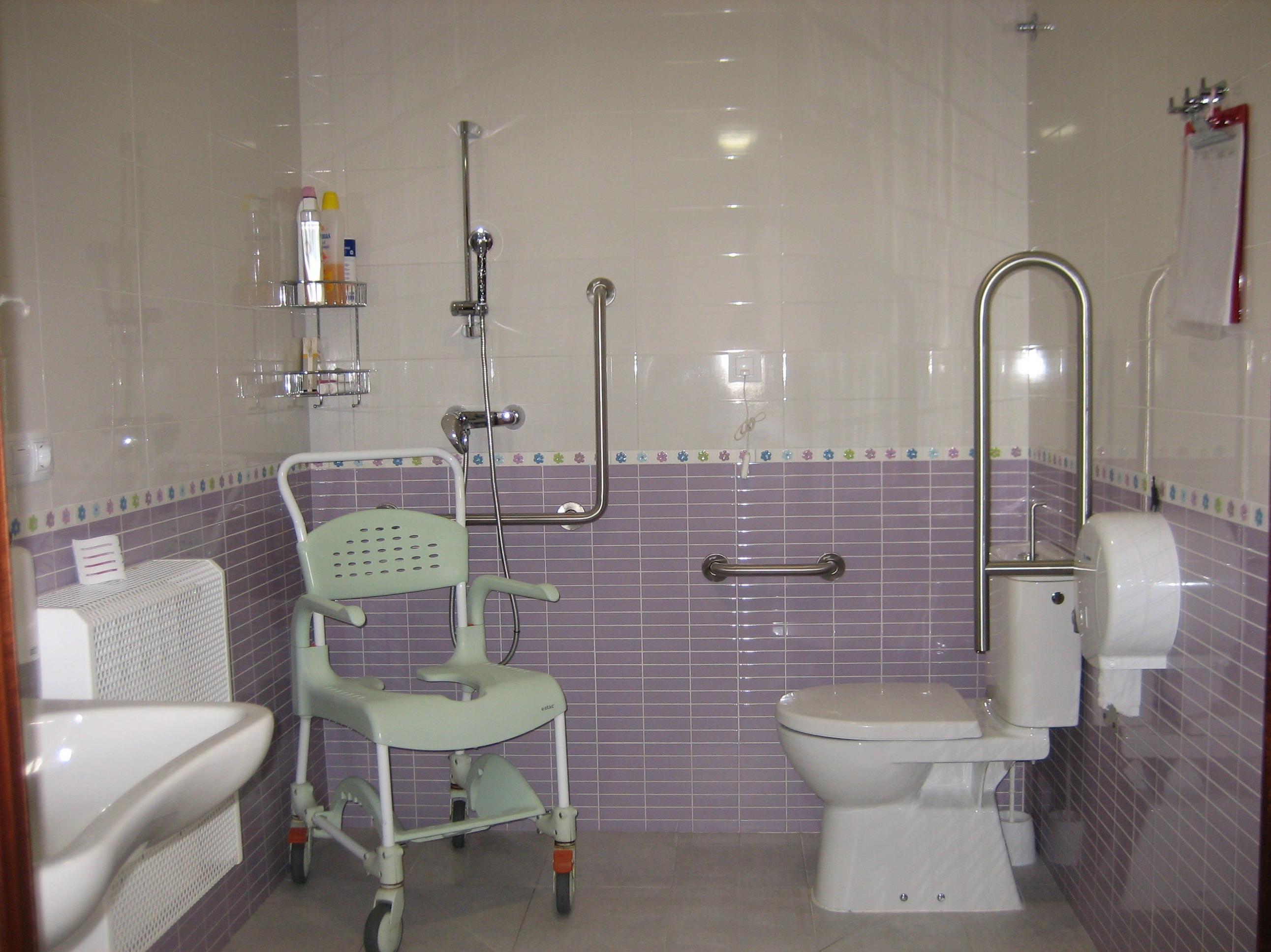 Contamos con baños reformados y totalmente adaptados a las personas mayores
