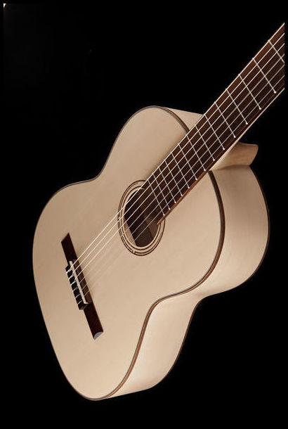 Guitarra española Pro Natura. Decibelios Playa Honda Lanzarote