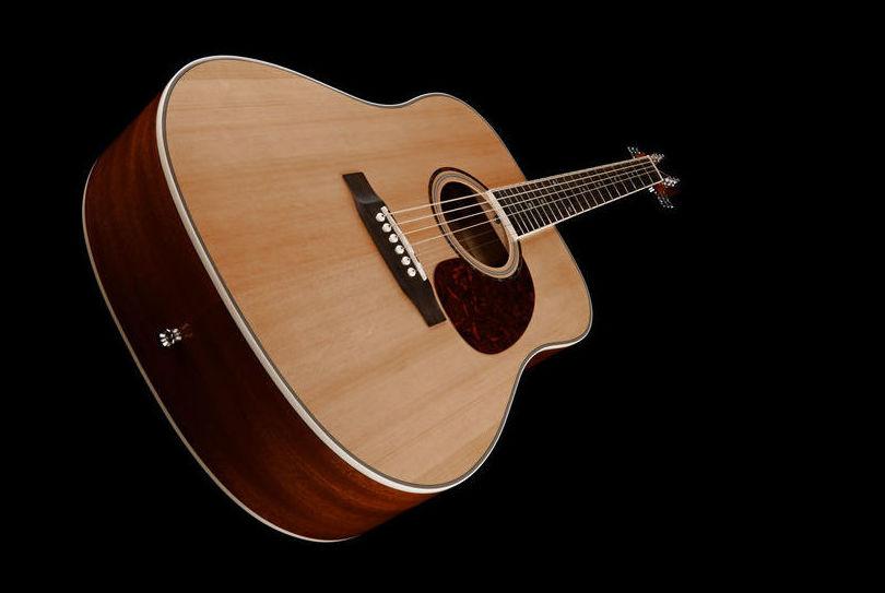 Guitarra acústica barata económica Harley Benton. Decibelios Lanzarote