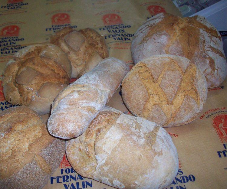 Cocemos diariamente todo tipo de pan en Lugo