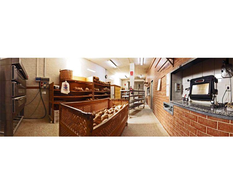 Interior de nuestra panadería con horno de leña en Lugo