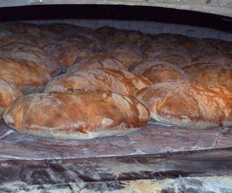Pan artesanal cocido en horno de leña en Lugo