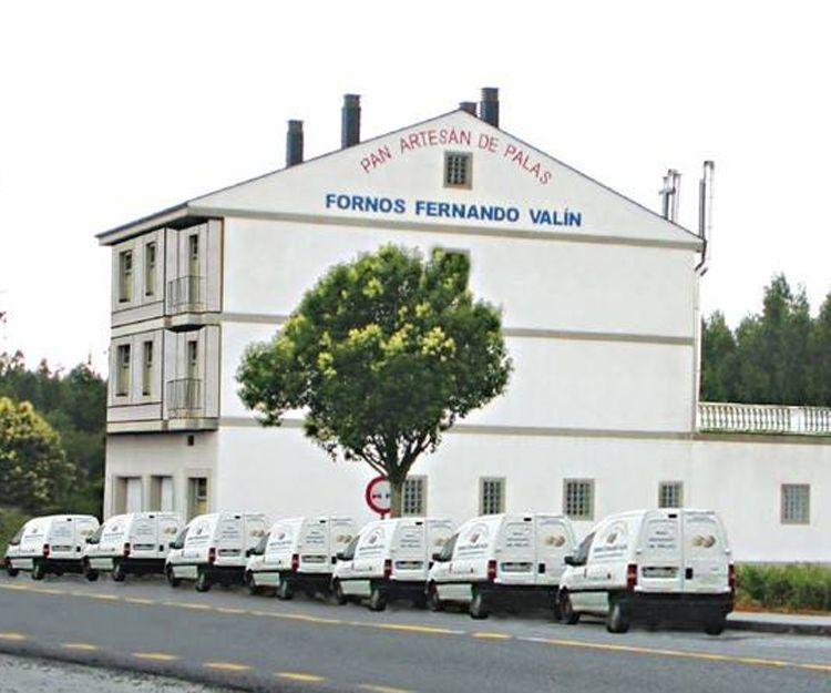 Elaboración y distribución de pan y empanadas en Lugo