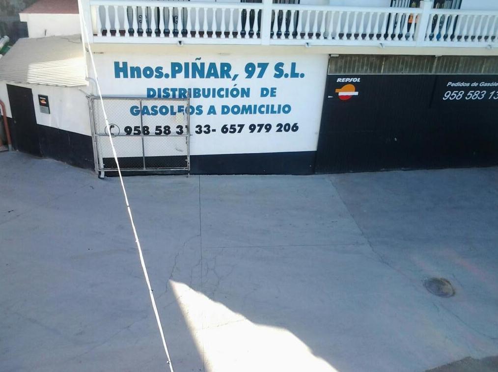 Foto 3 de Estación de servicio  en Ventas de Huelma   Hnos Piñar 97