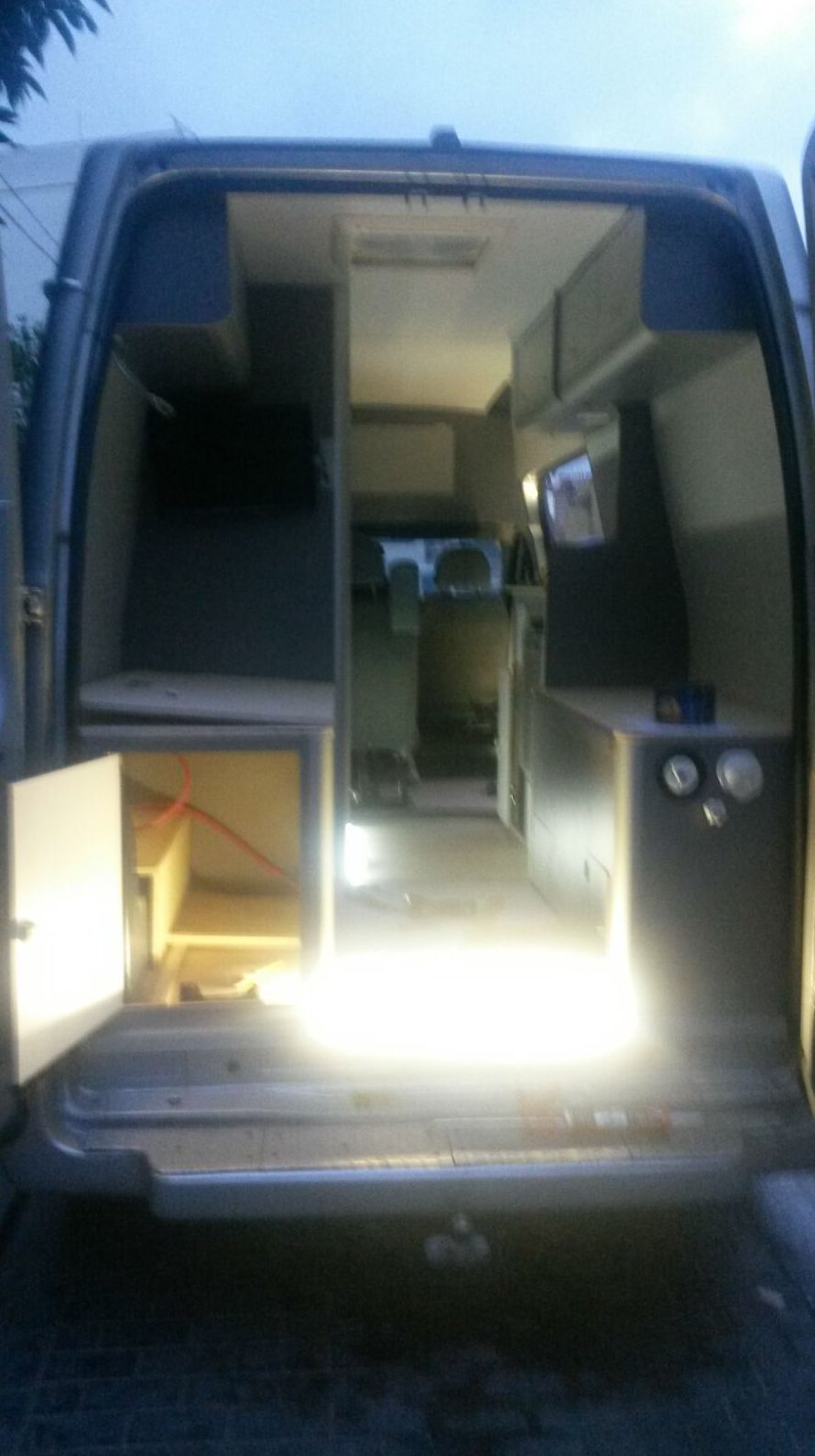 Foto 3 de Camperización y alquiler de furgonetas en Ibiza en  | CamperIbiza