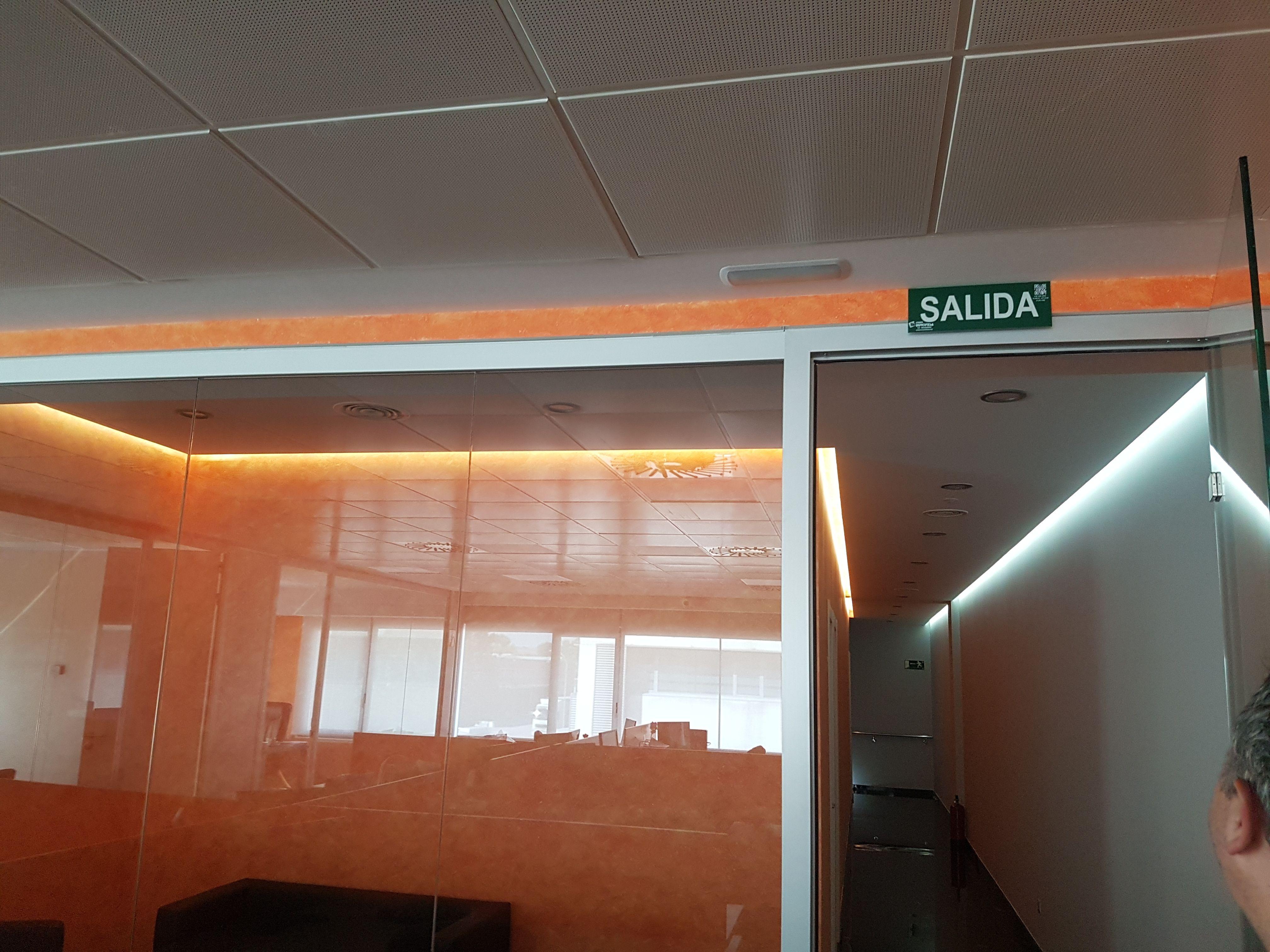 Trabajos de albañilería y electricidad en oficinas