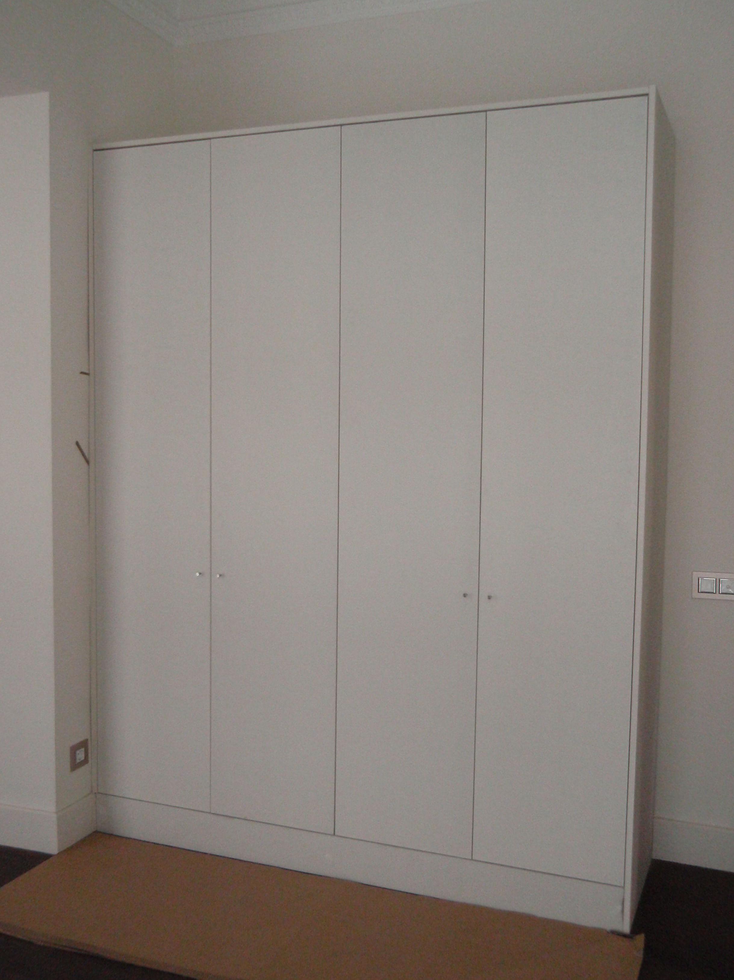 Realización de armarios de madera para diversos espacios