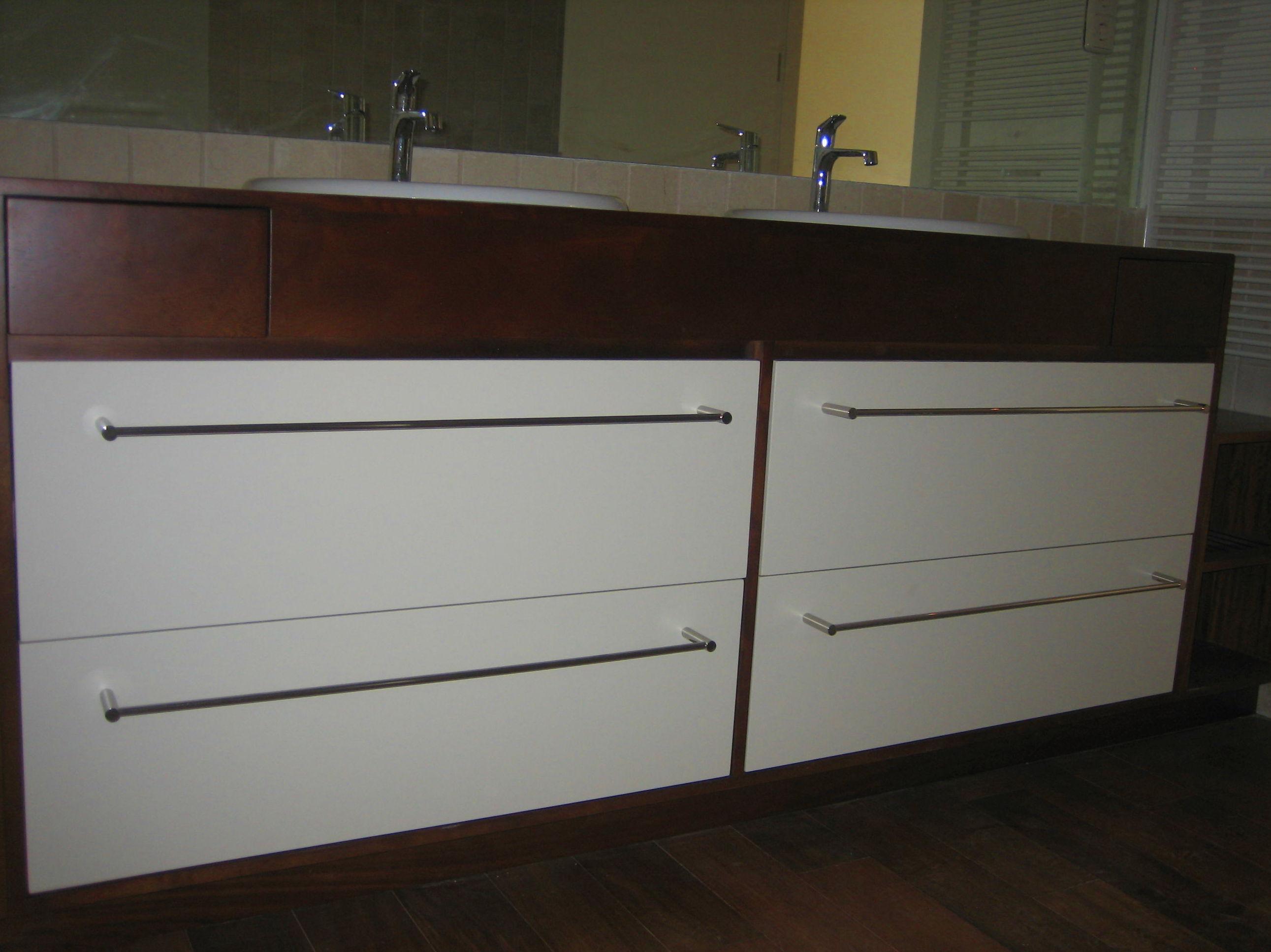 Mueble y encimera de madera para baño