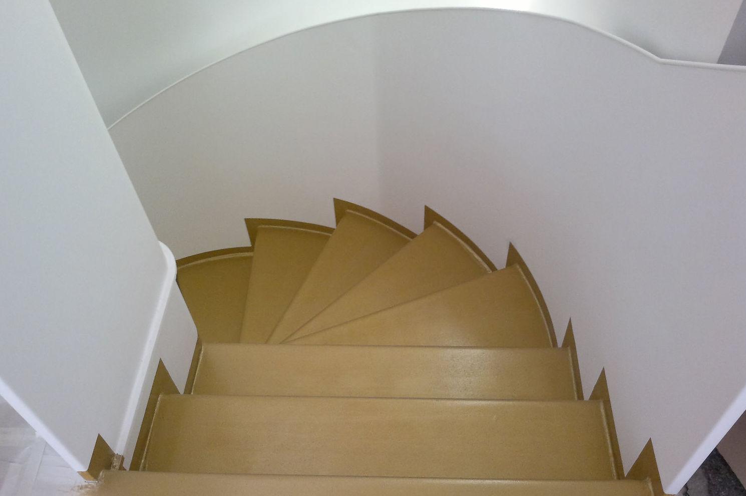 Pintura de escalera en Valladolid