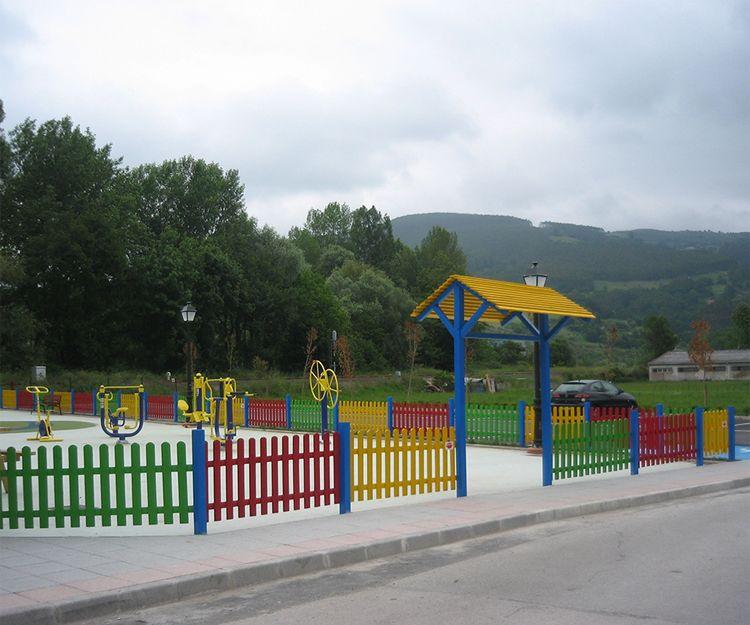 Vallado en madera de parque infantil en Cantabria