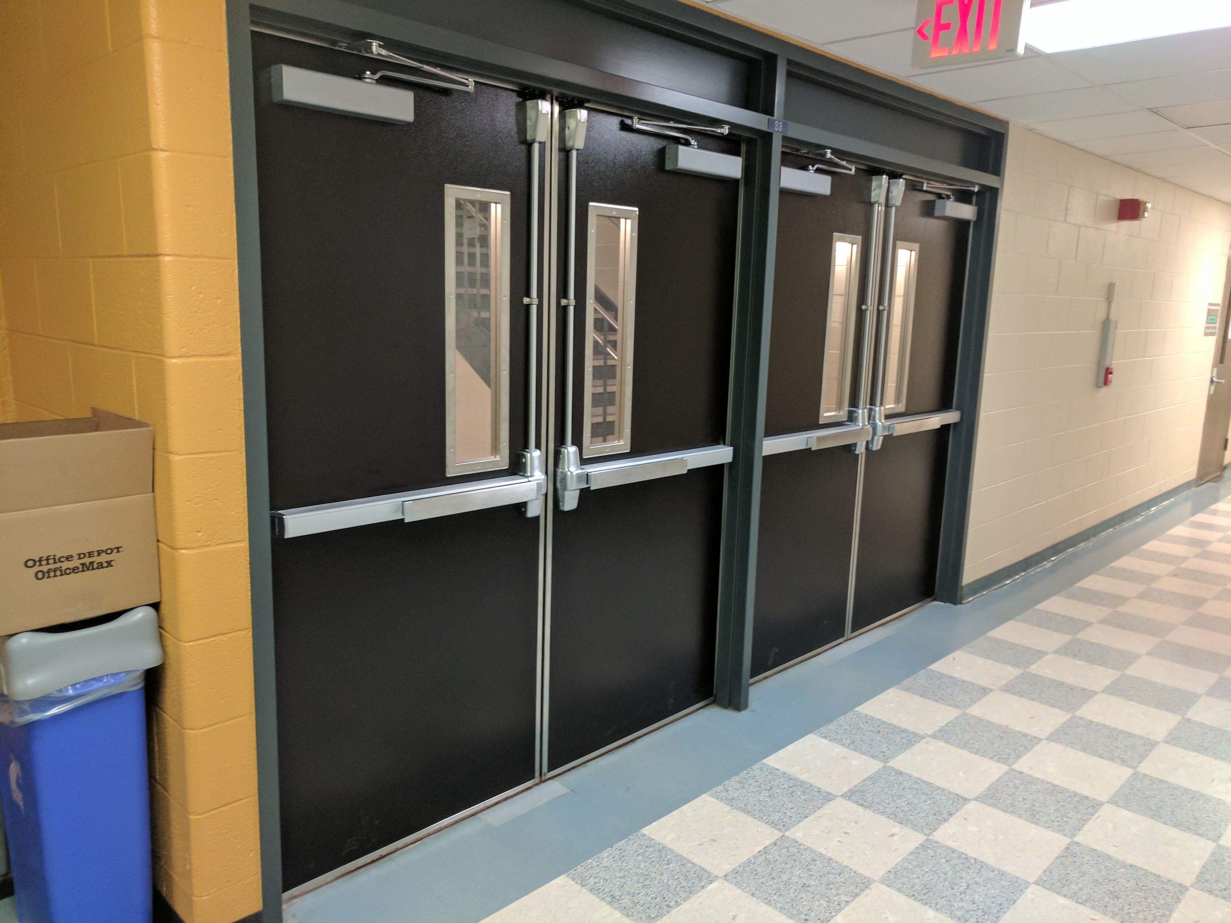 Especialistas en la instalación de puertas antipánico: Productos y servicios de Cerramientos Enjo