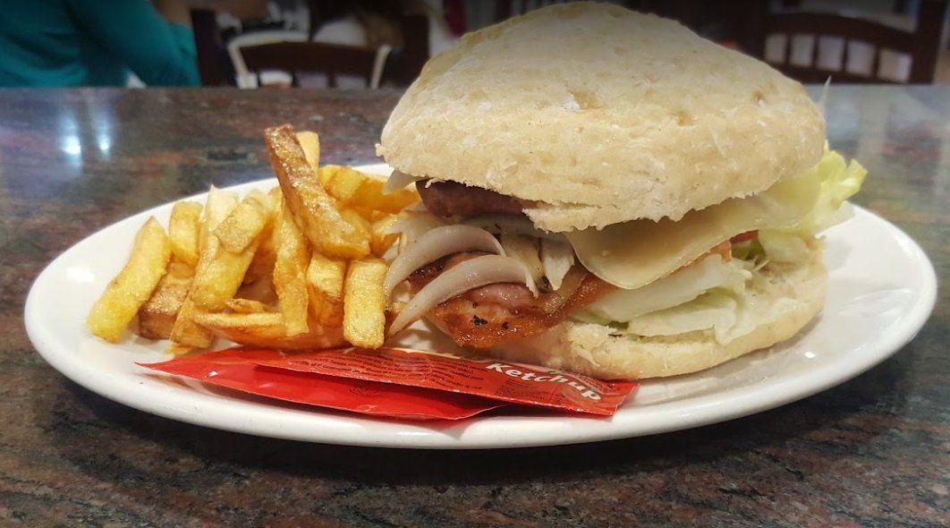 Bocadillos y hamburguesas: Nuestros platos de Bar Los Juncos