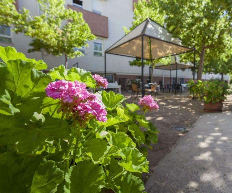 Terraza en centro geriátrico en Granada