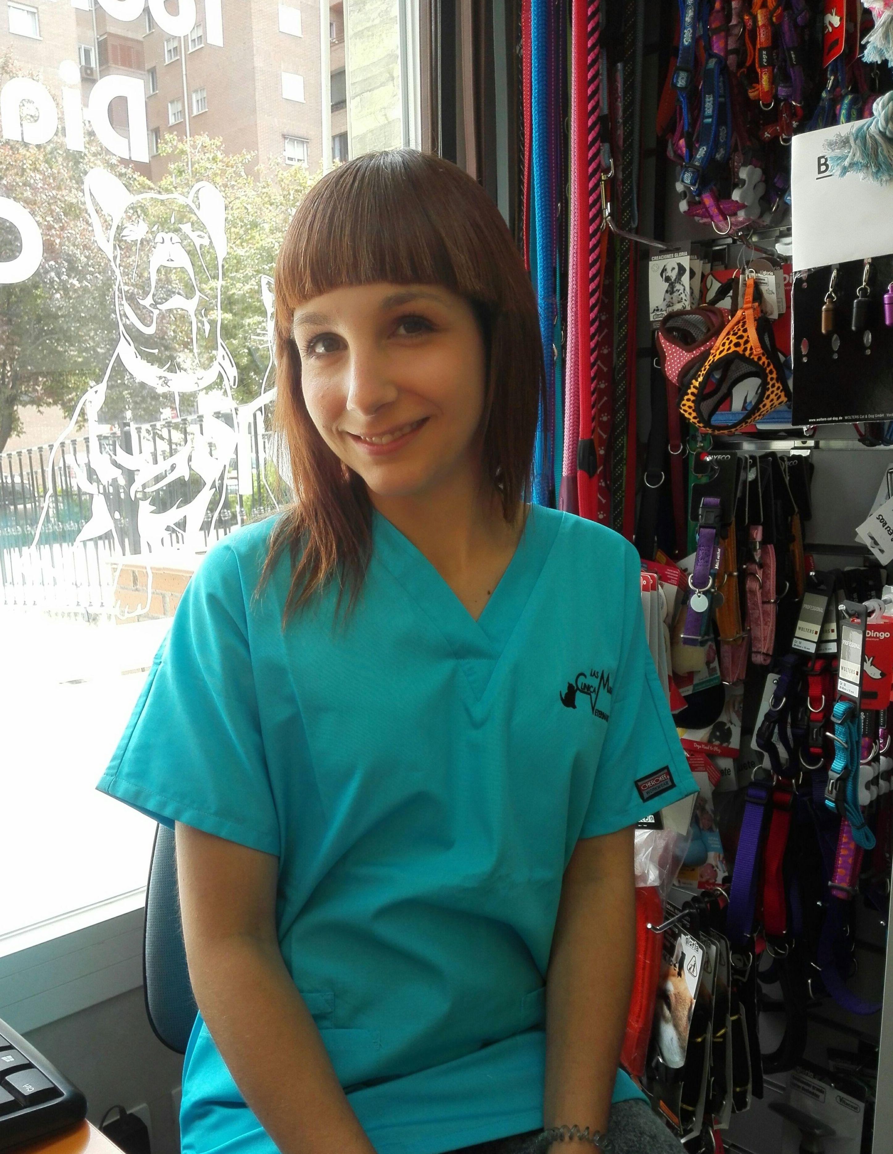 Eva .Auxiliar veterinaria y peluquera canina