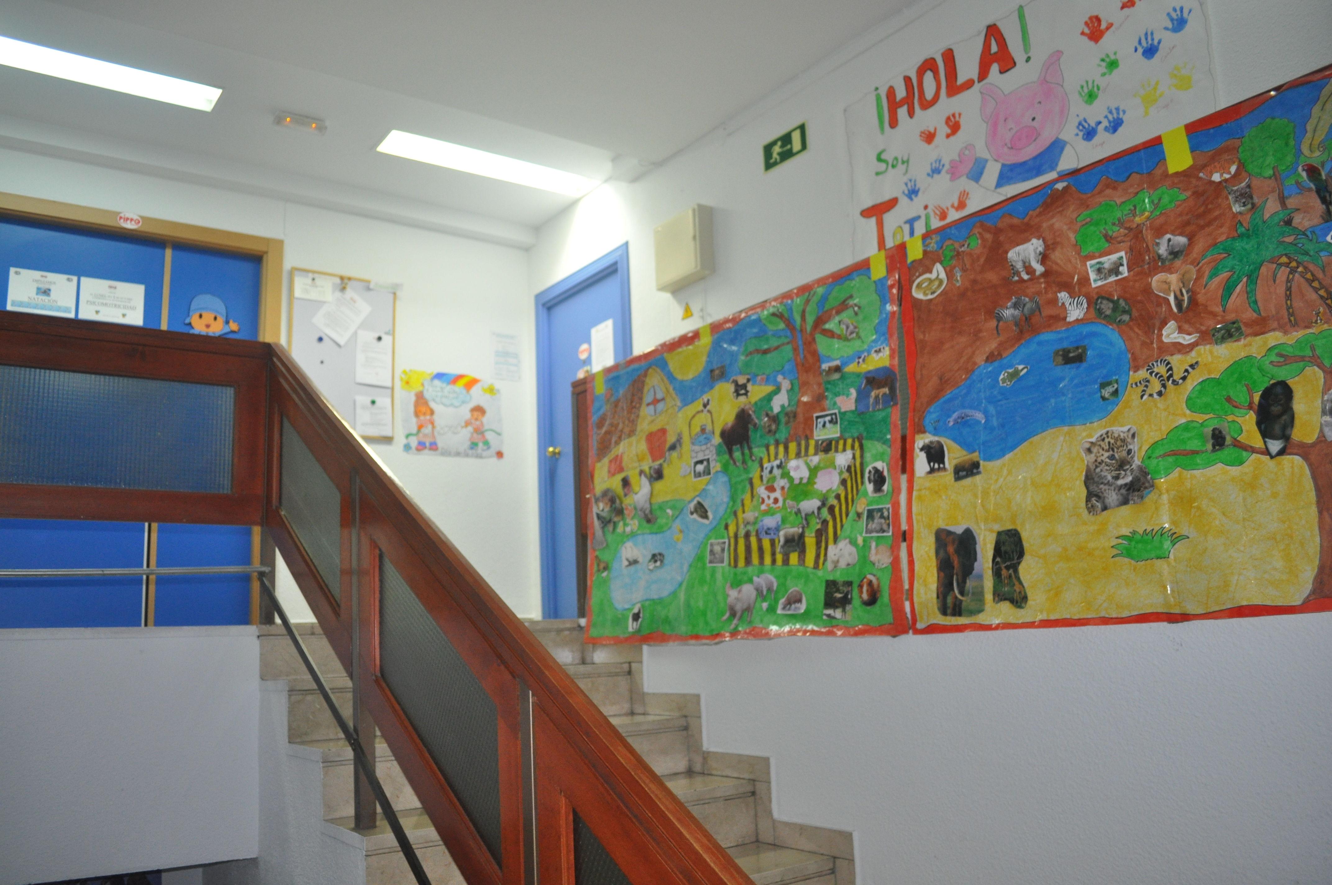 Exposición de trabajos de Talleres en escalera interior