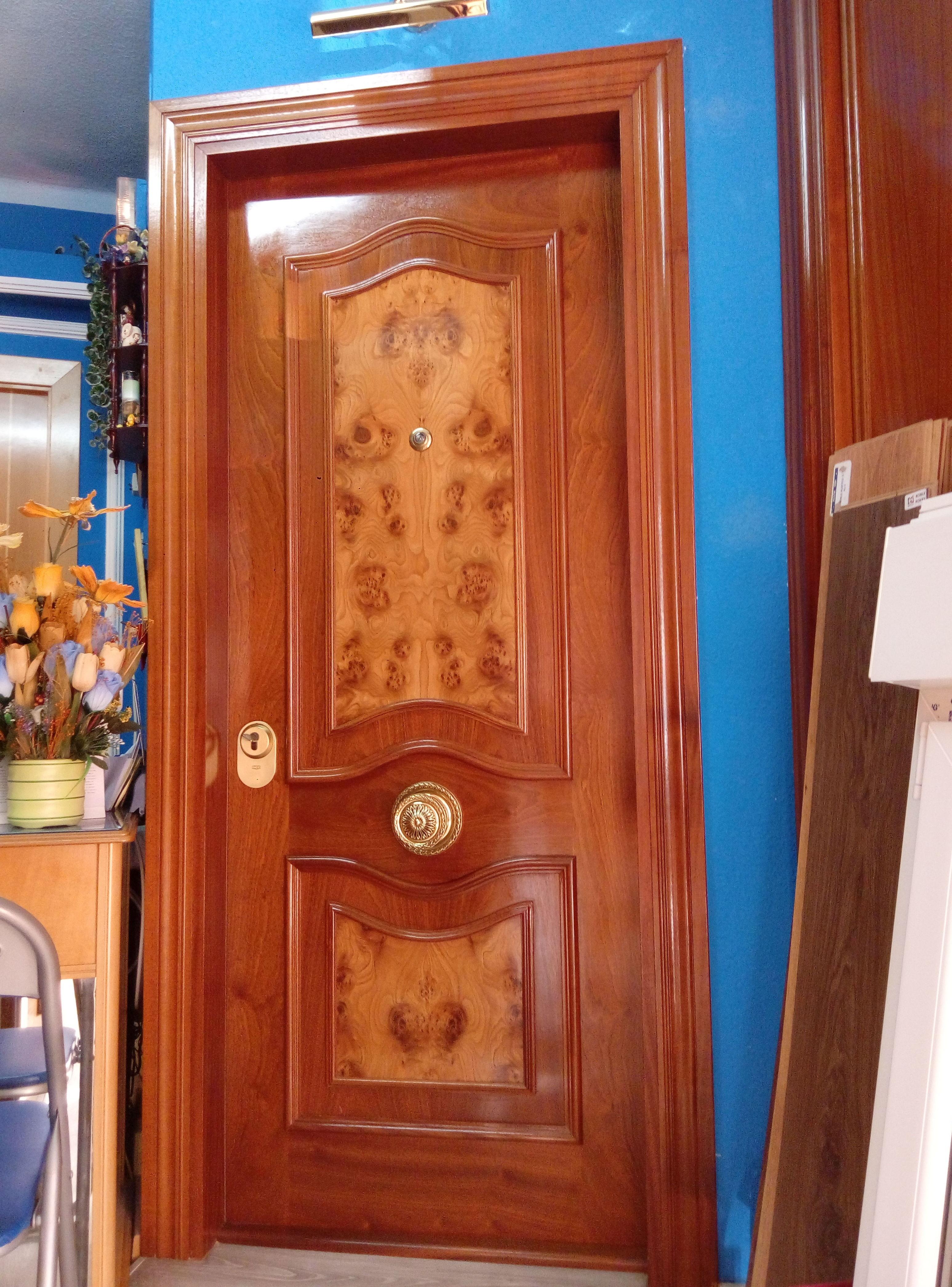 Exposición puertas de maderas en aviles