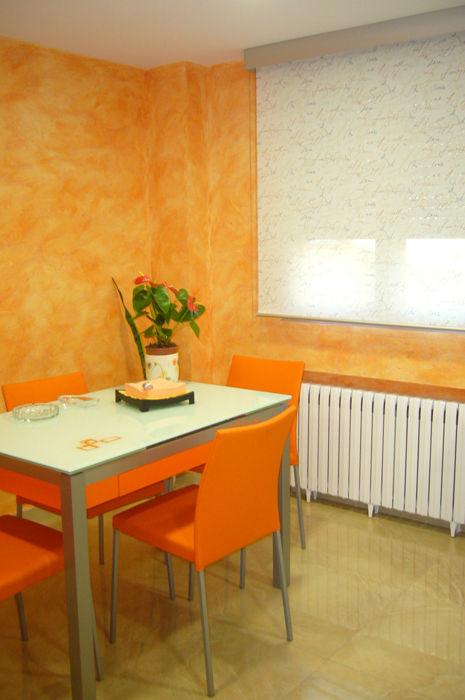 Cocina naranja y blanca