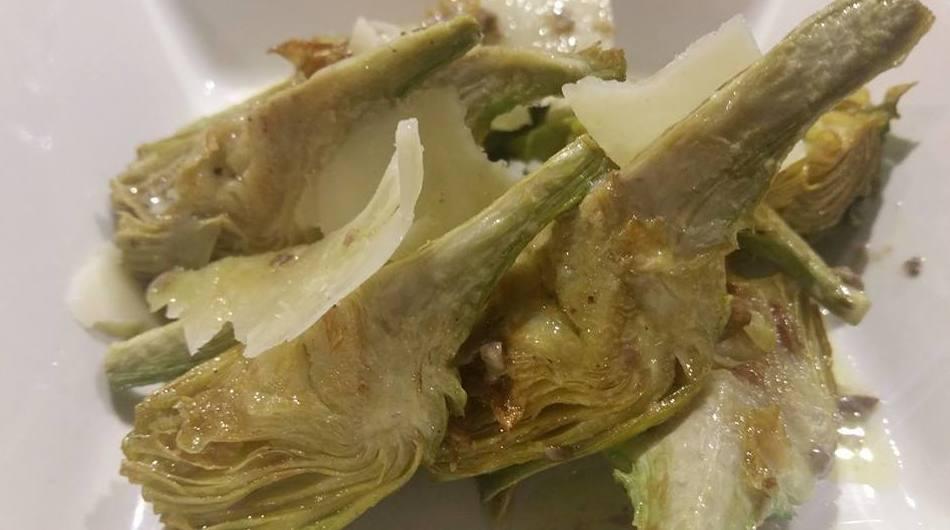 Alcachofas confitadas con aceite de trufa y parmesano