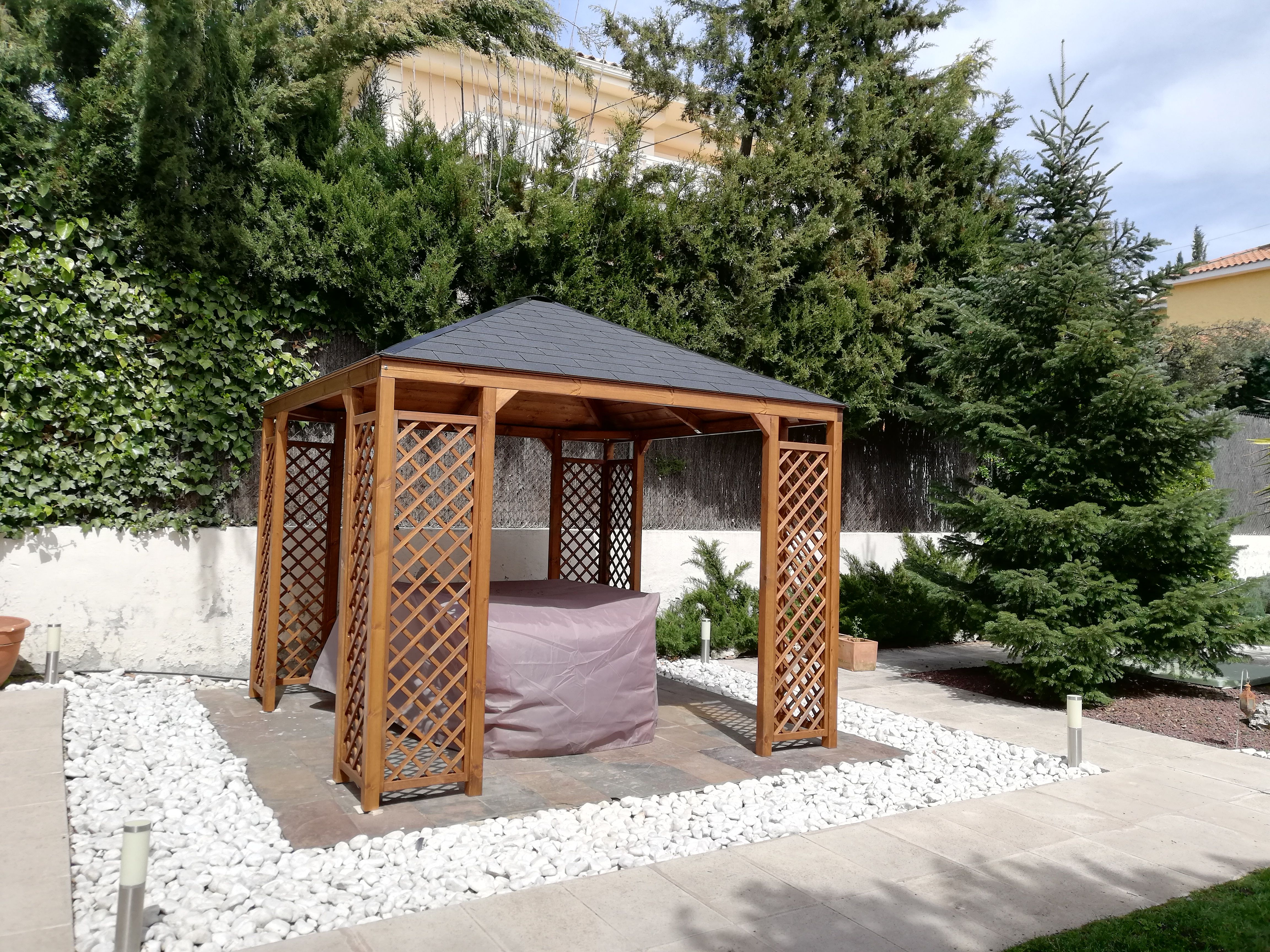 Instalación de cenador de madera en Torrelodones