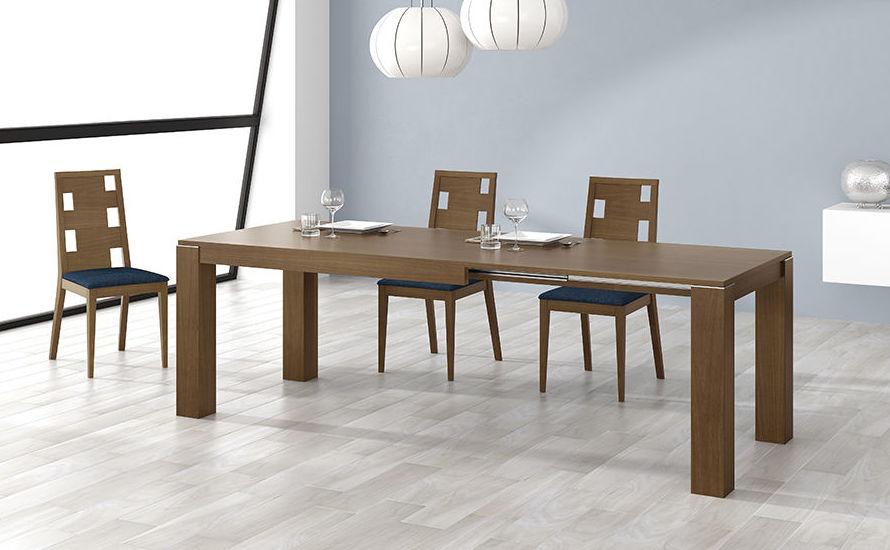 Mesas y sillas de salón