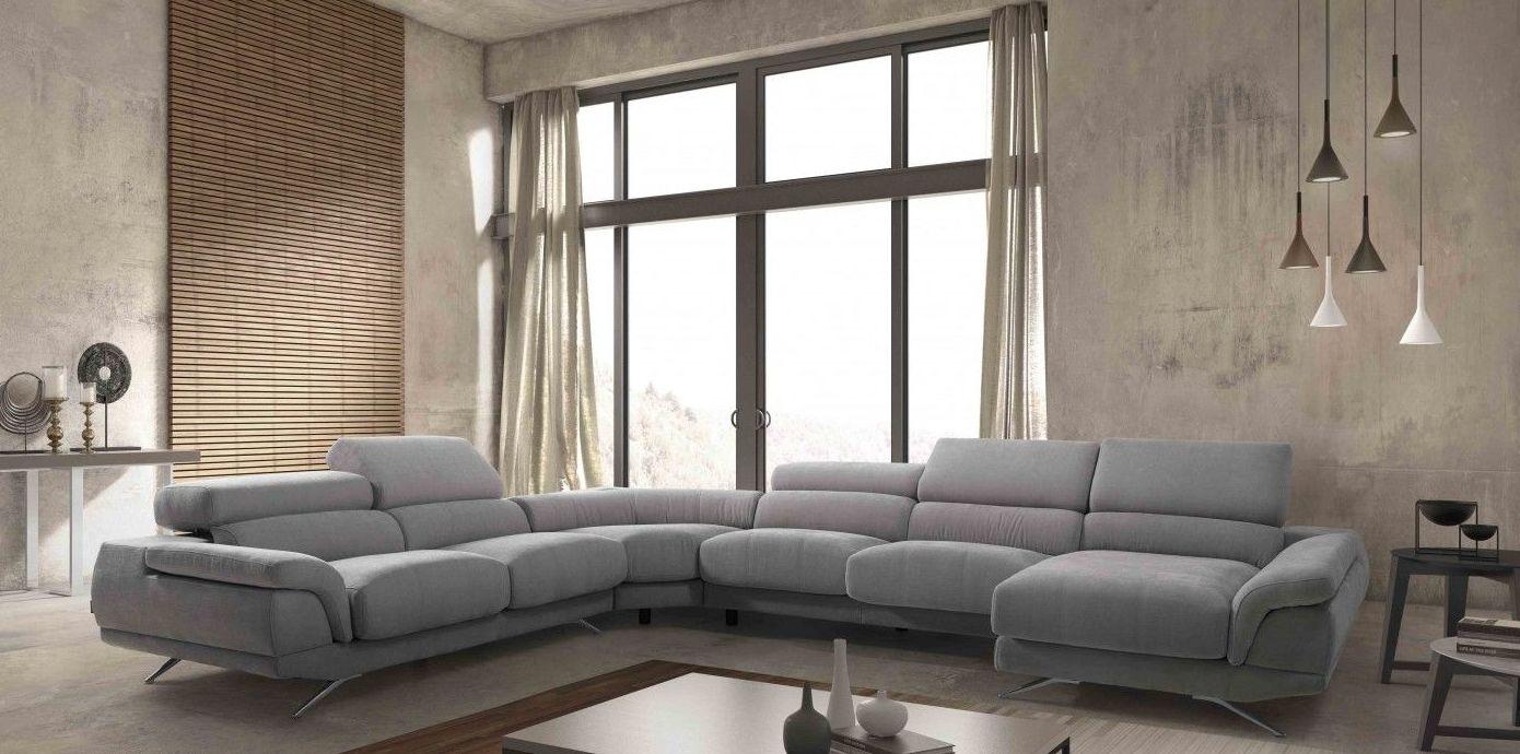Conjunto de sofás de diferentes modelos
