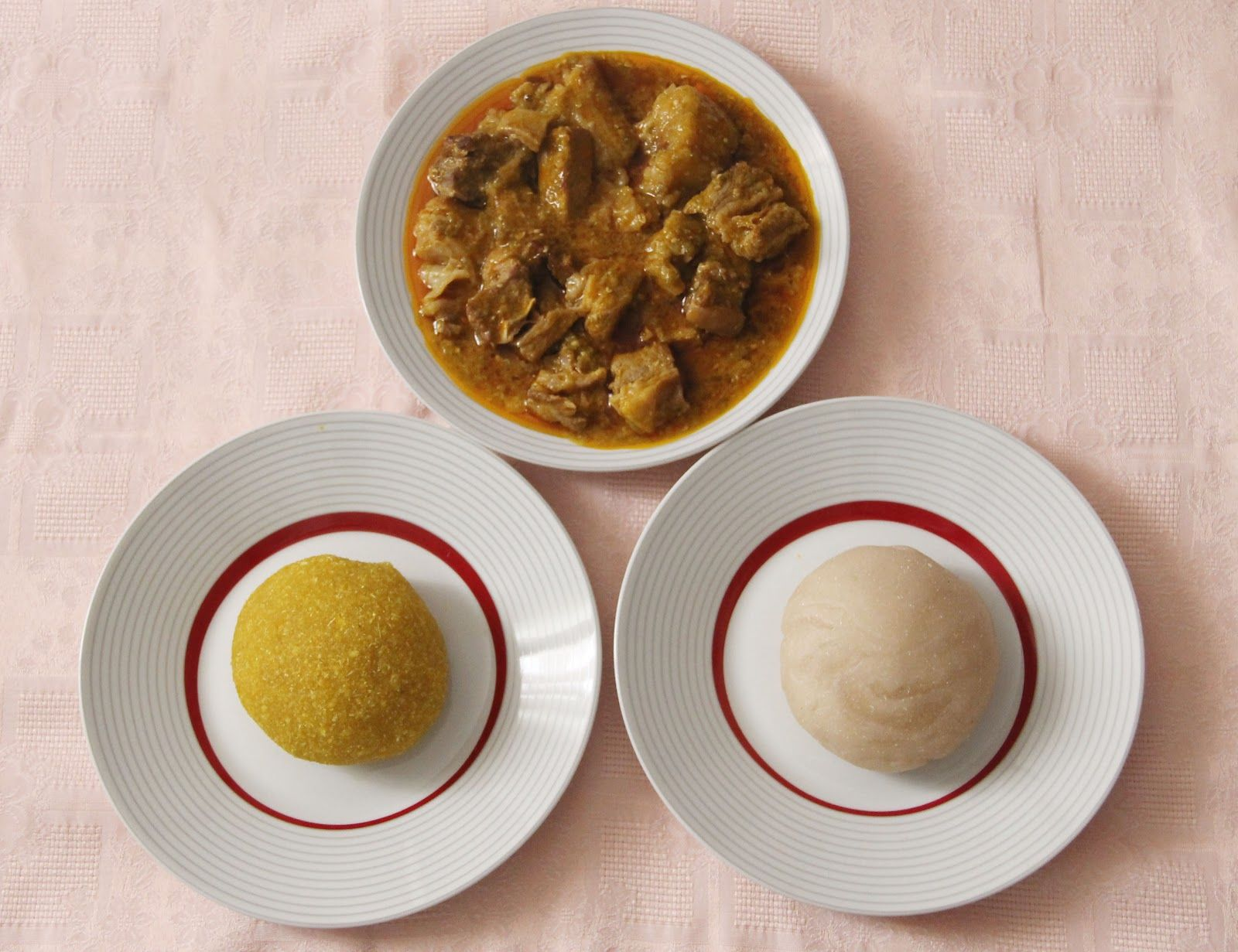 Salsa de okro con ternera, garí y watafufú