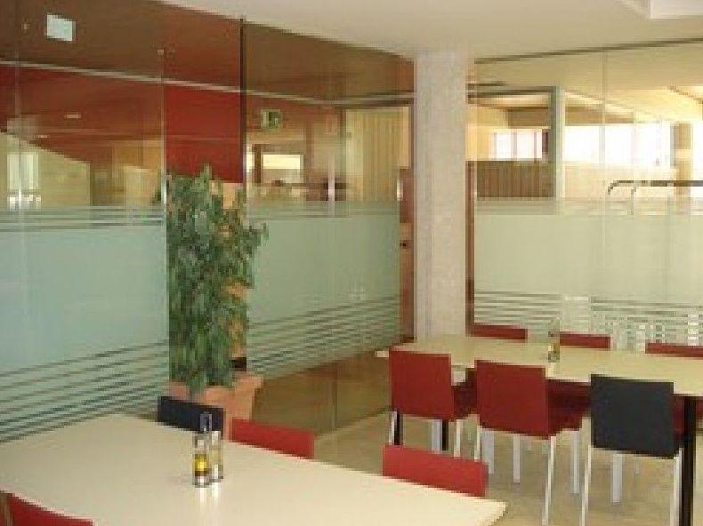 Mamparas divisorias para oficinas en madrid centro for Oficinas envialia madrid