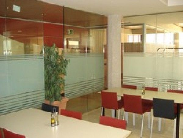 Mamparas de cristal para oficinas en madrid centro tipos for Oficina madrid centro