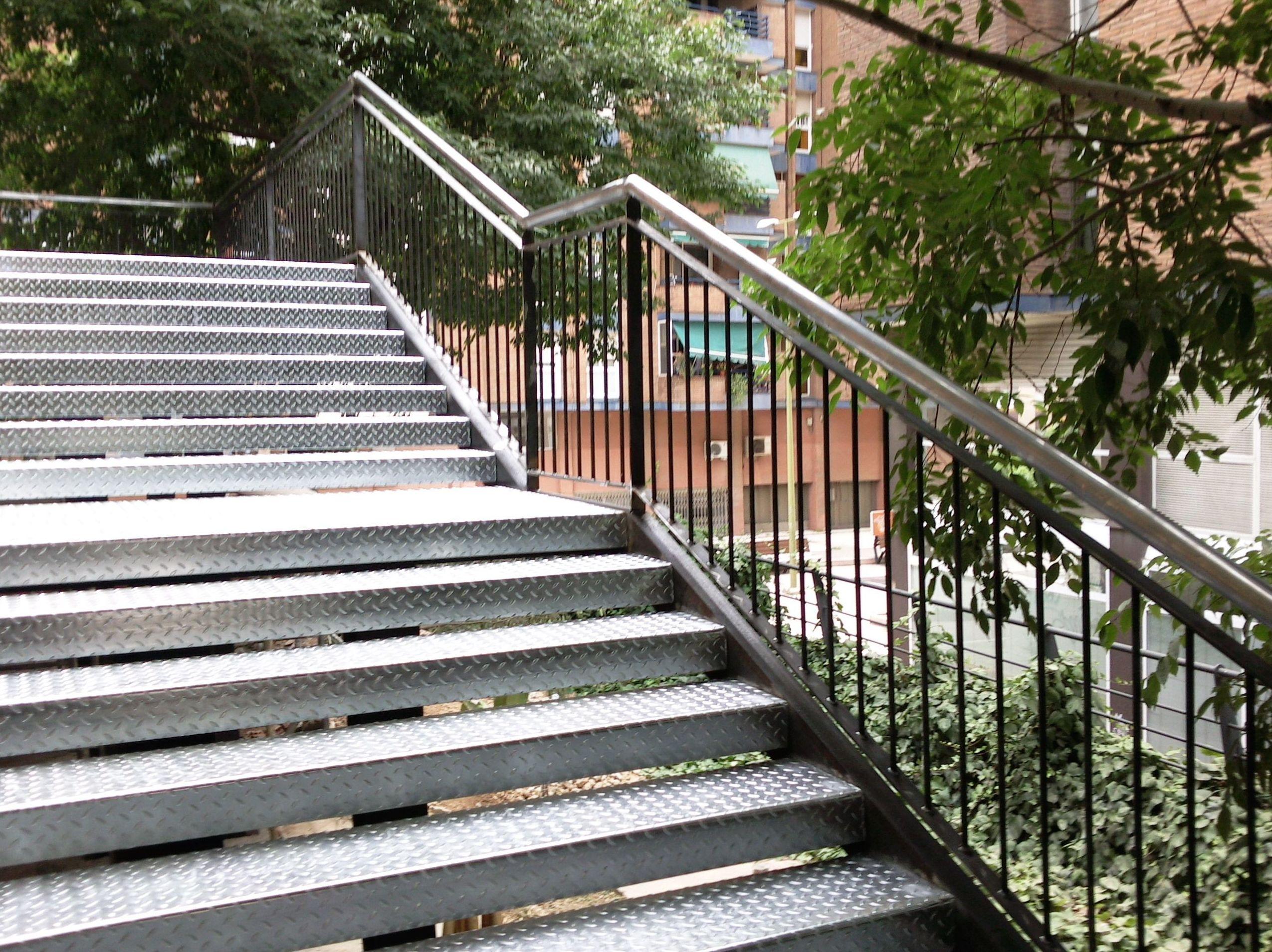 Diseñamos y fabricamos escaleras metálicas