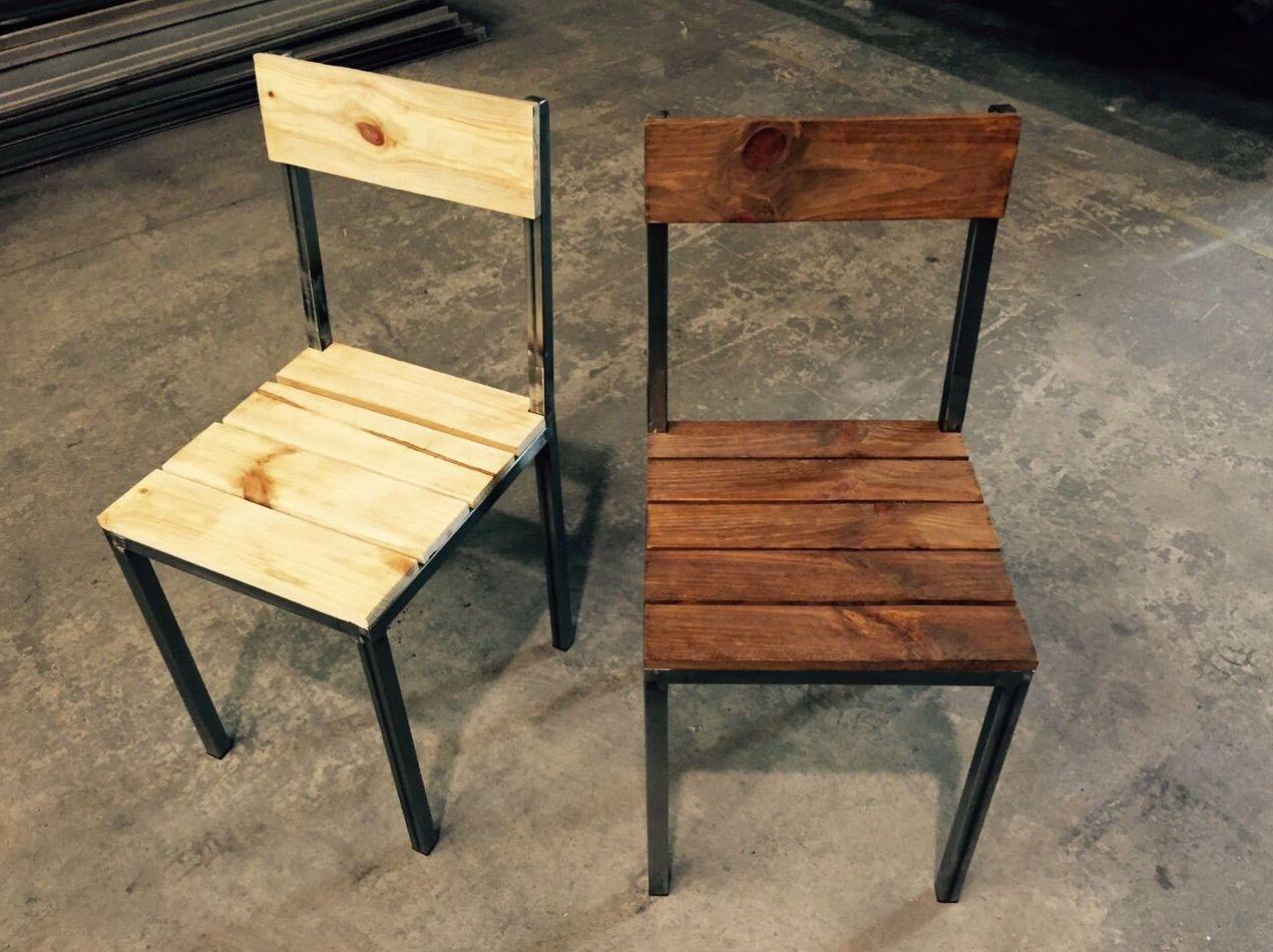 Sillas de hierro y madera