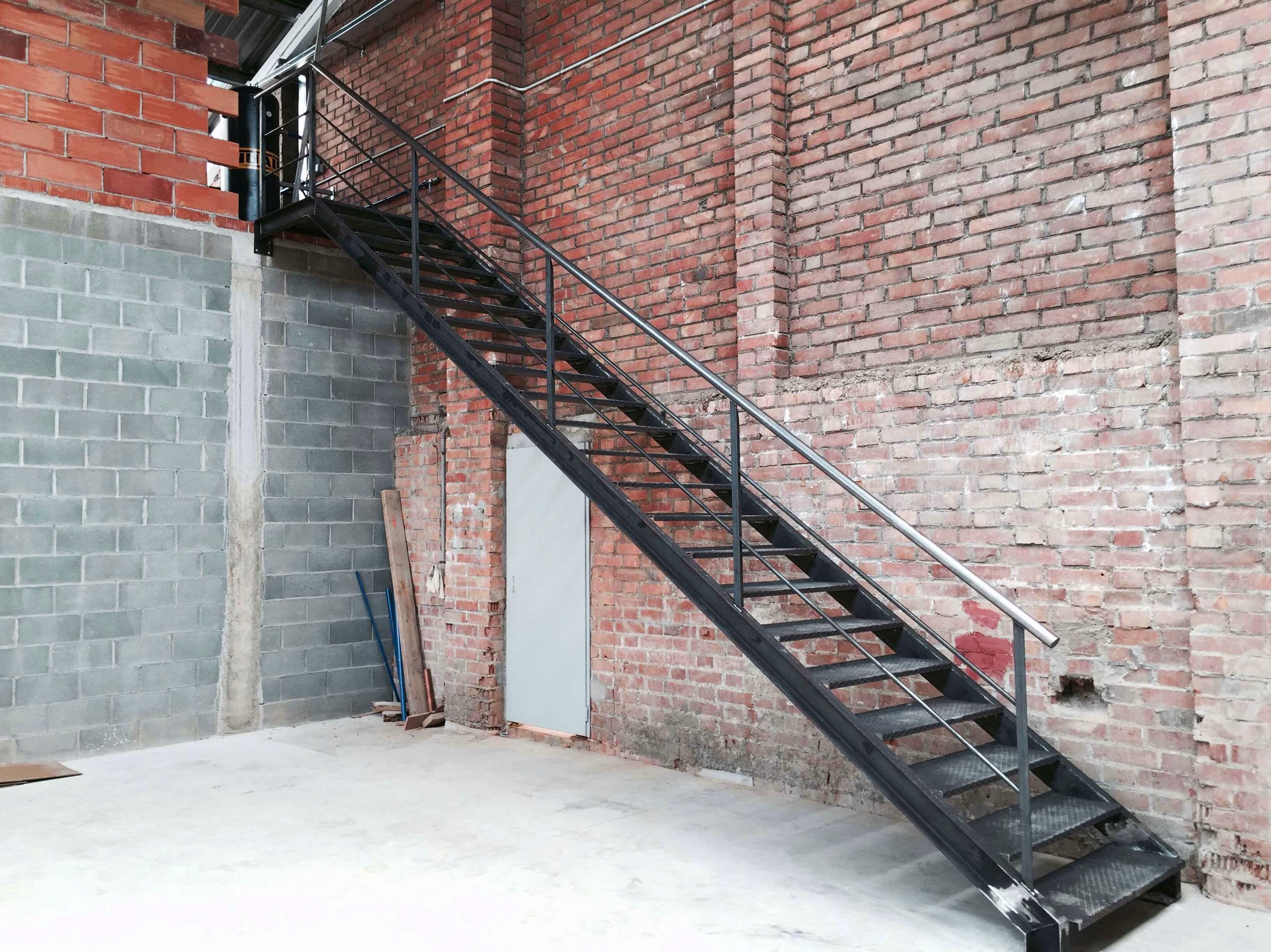 Escaleras met licas productos de construcciones met licas for Escaleras metalicas