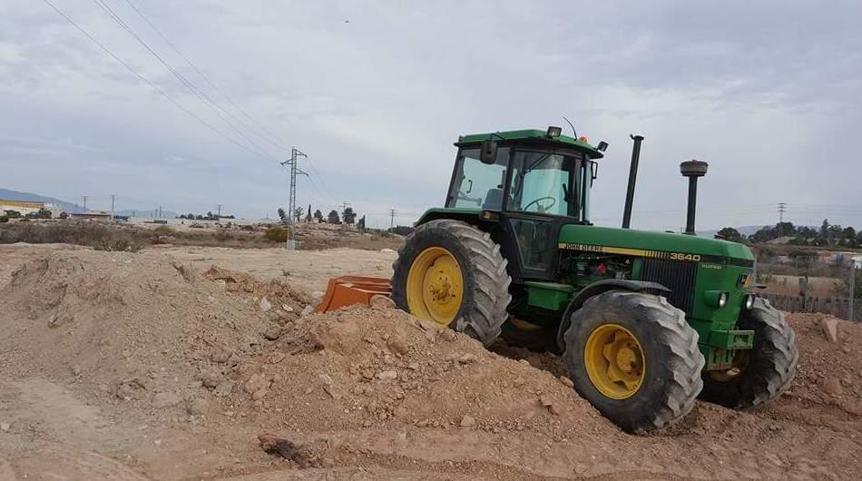 Tractor para retirada de escombros
