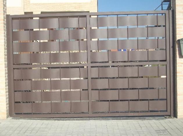 Puerta de chapa engarzada sin zócalo