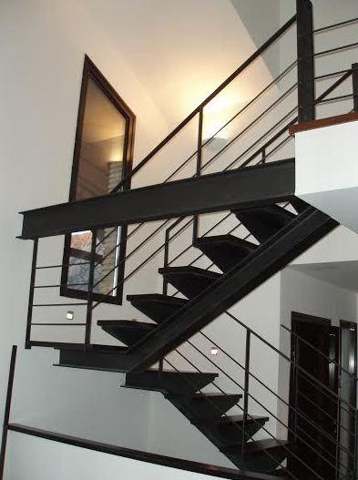 Escalera interior metálica