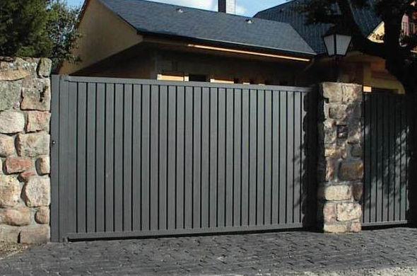 Foto 45 de mobiliario de oficina en moralzarzal lorenzo for Puertas corredizas metalicas