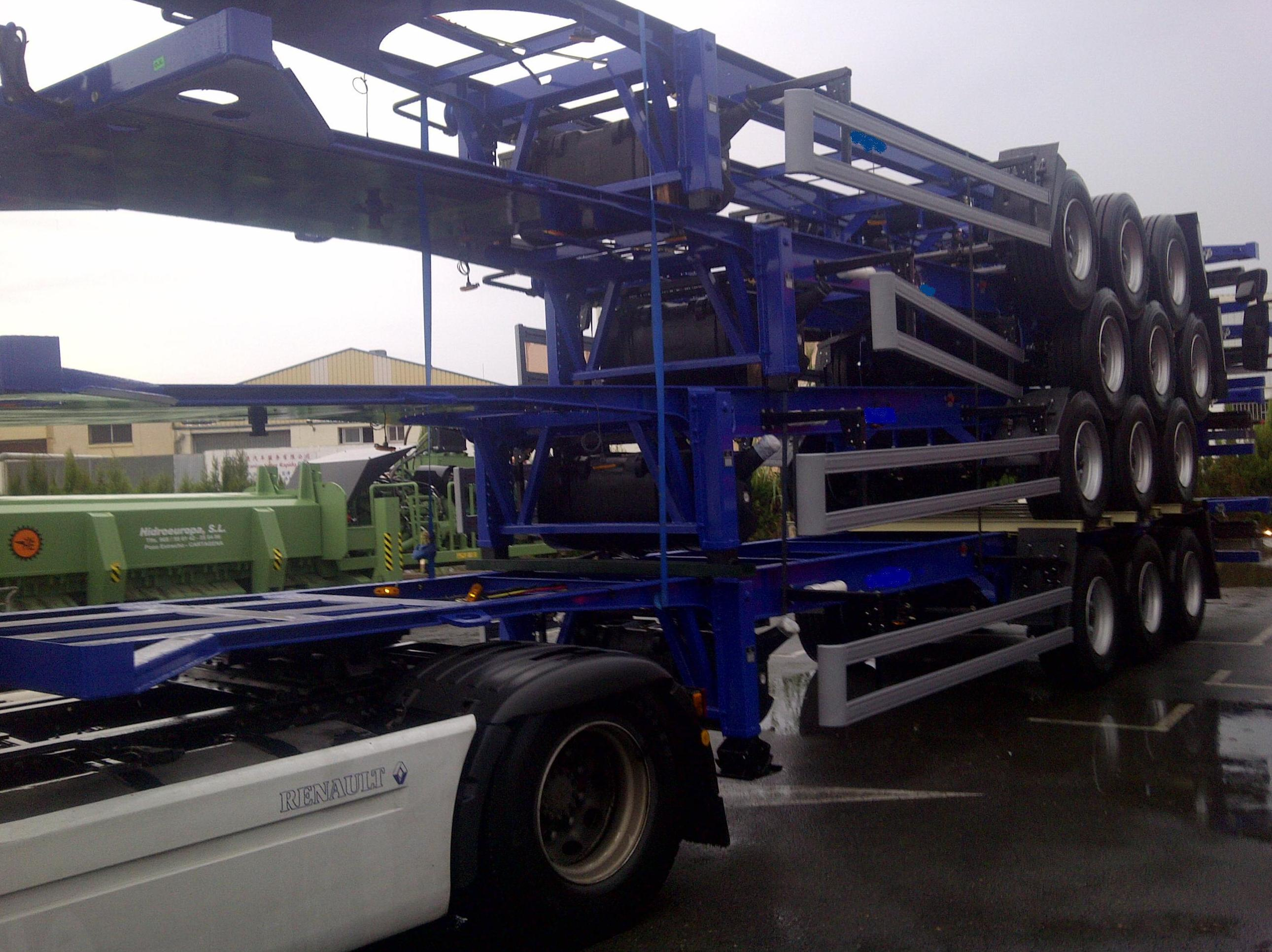 Transporte de 4 chasis de semirremolques