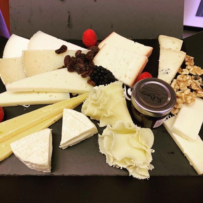 Preparación de tablas de quesos en Manresa