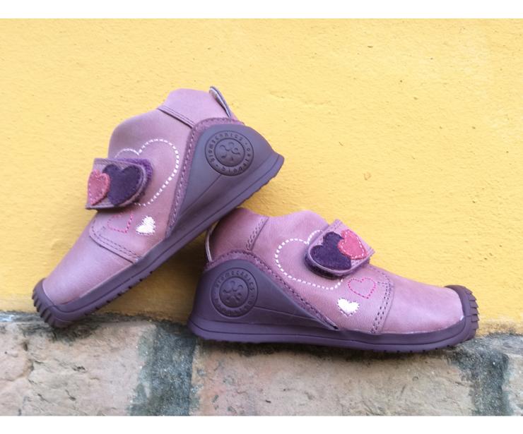 Zapatos infantiles en Bilbao y Salamanca