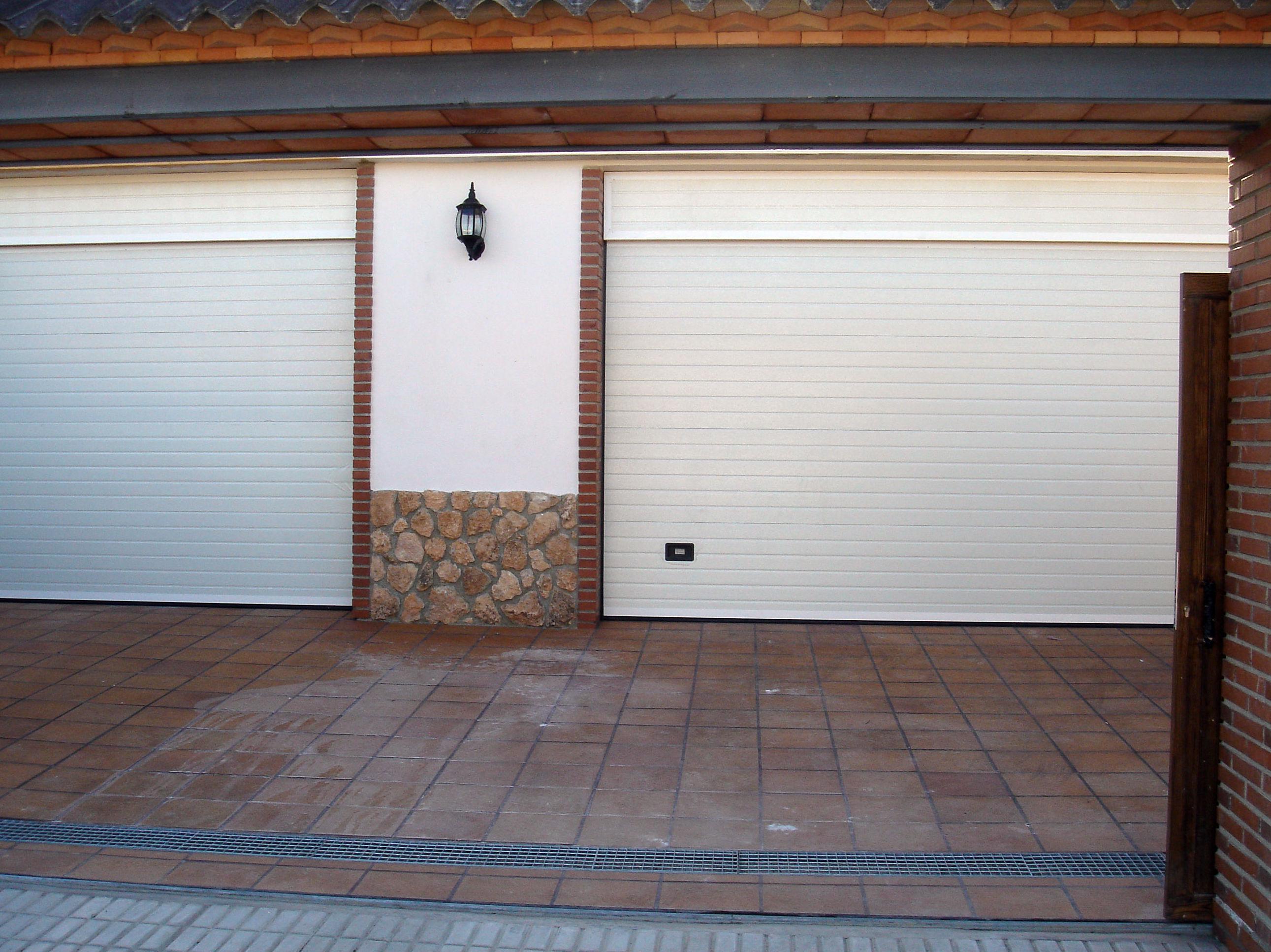 Puertas Metálicas Bazoco, puertas seccionales en Granada