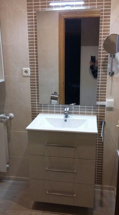 mueble de baño lacado color sepia