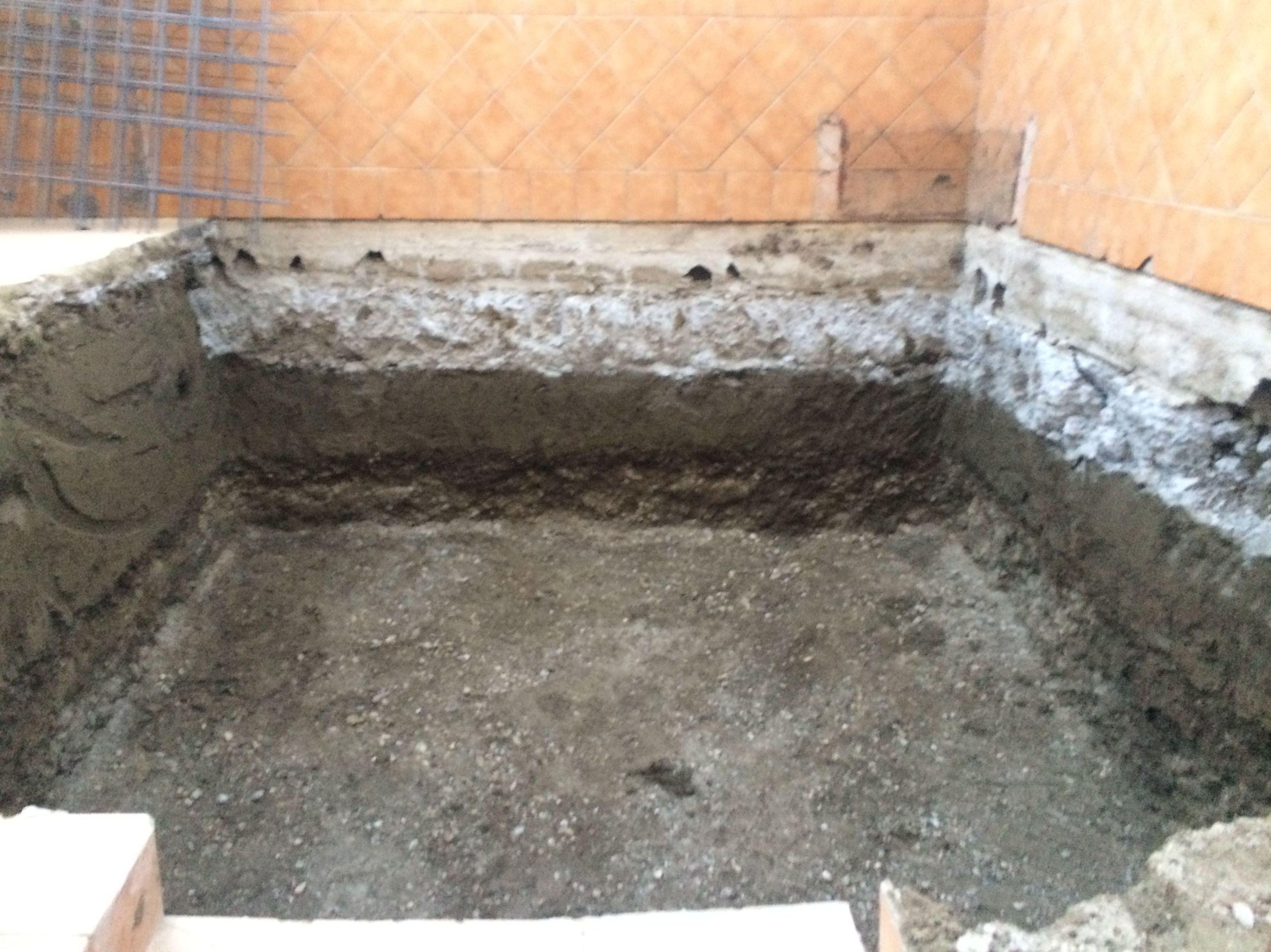 Excavación para piscina en la población de Belicena.