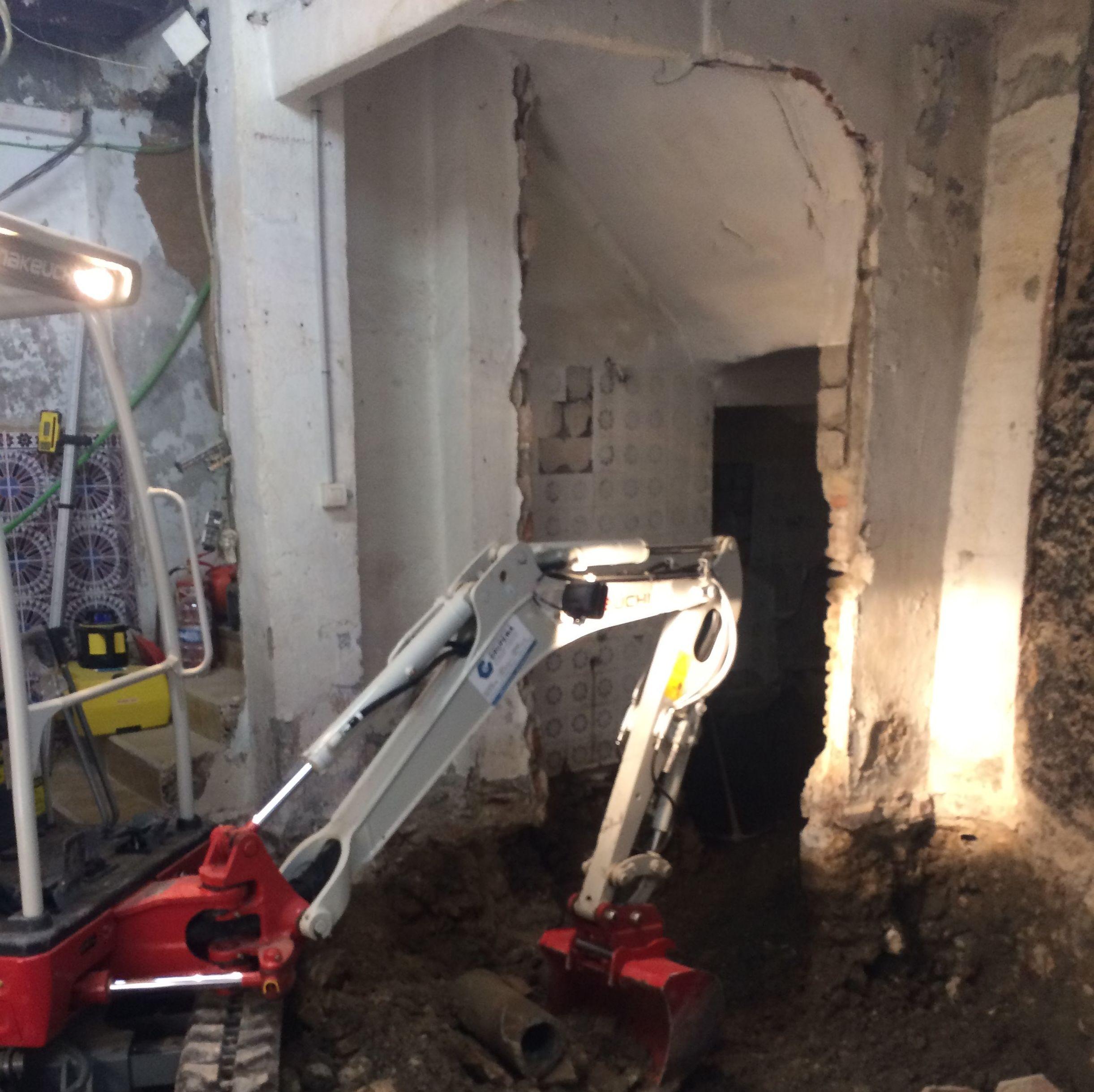 Excavación para cimentación de edificio en calle Elvira en el centro de Granada