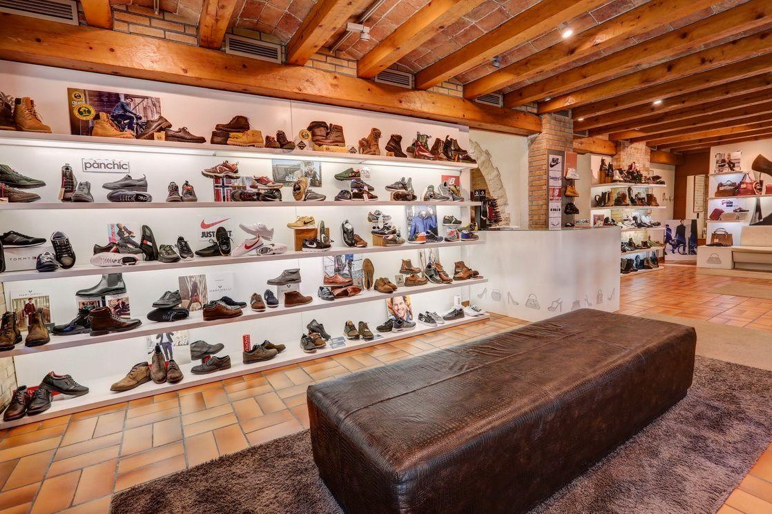 Interior de la zapatería