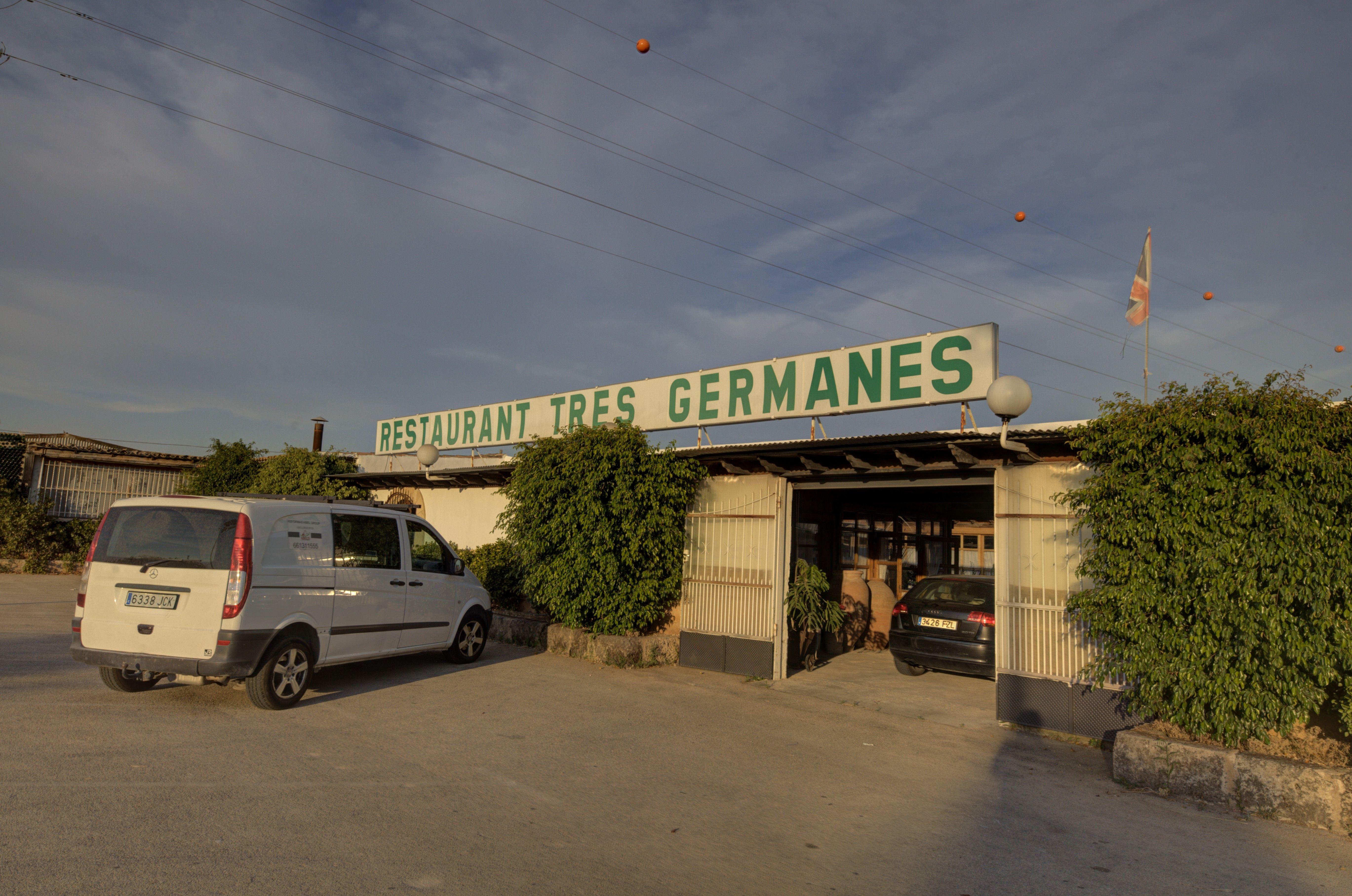 Rótulo RESTAURANTE SES TRES GERMANES